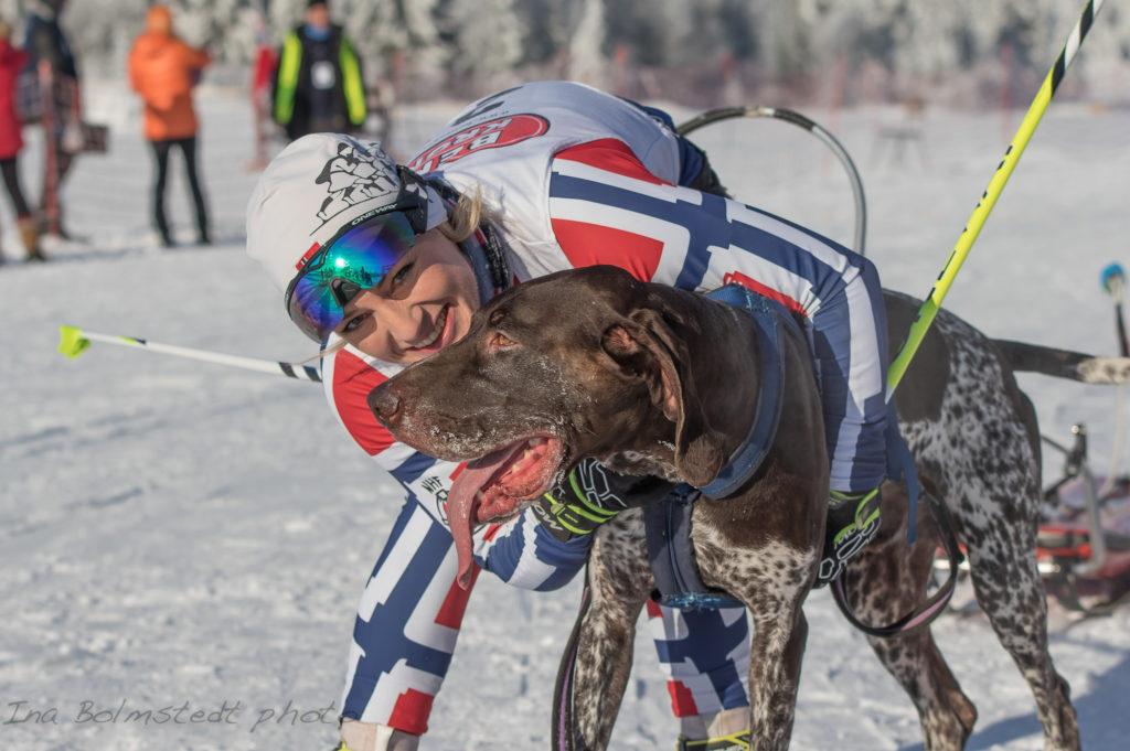 Carina Nilsen og Solo vant NM gull i pulk 10 km kvinner og combined under NM på Lygna 2017. Foto Ina Blomstedt